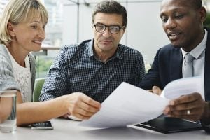 Read more about the article How to Become a Financial Advisor