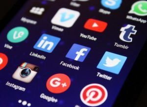 Read more about the article 15 Best Social Media Stocks to Buy for 2021